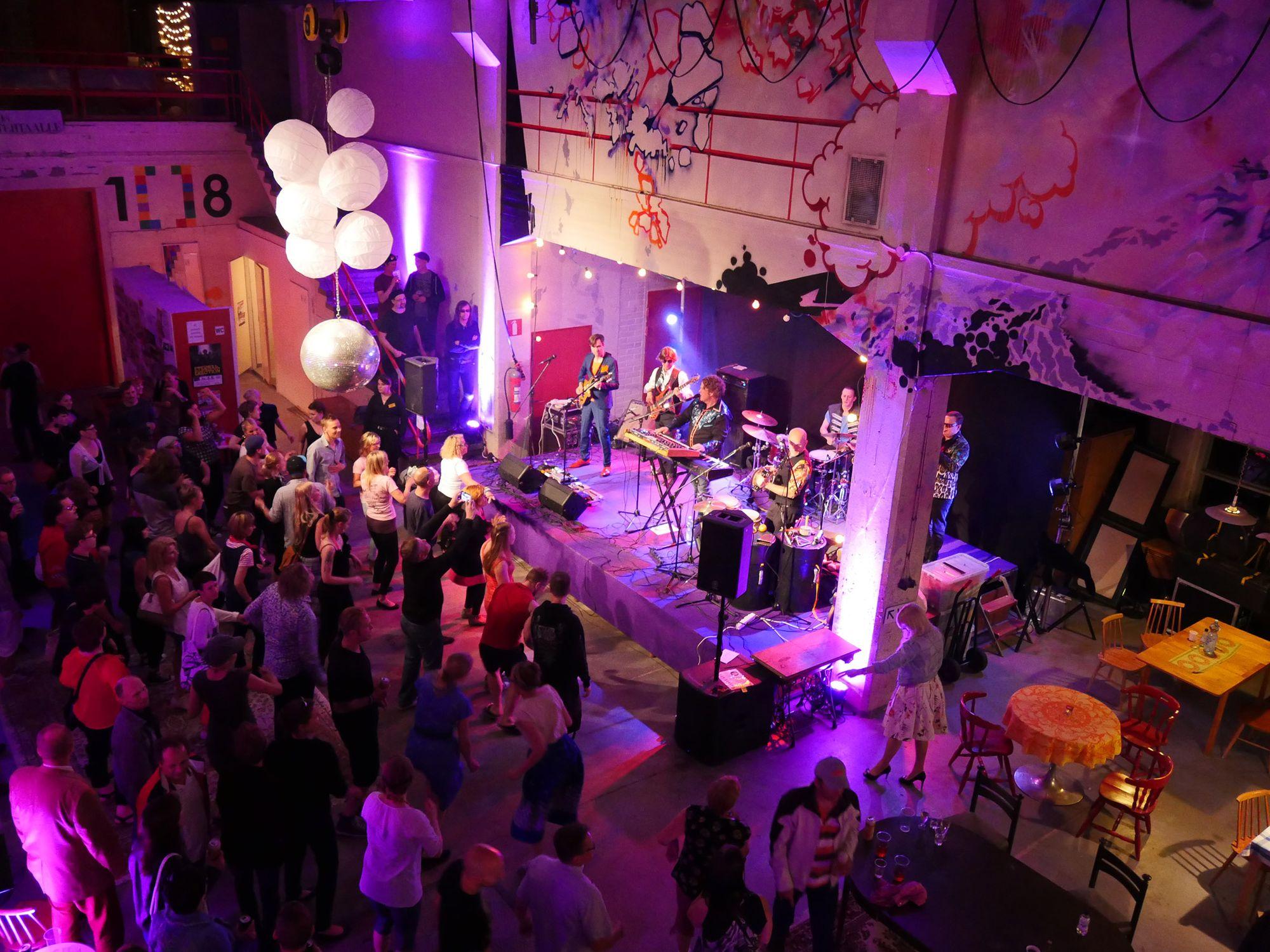 TEHDAS 108 / Salonki & Galleria - juhlatila / Venuu.fi