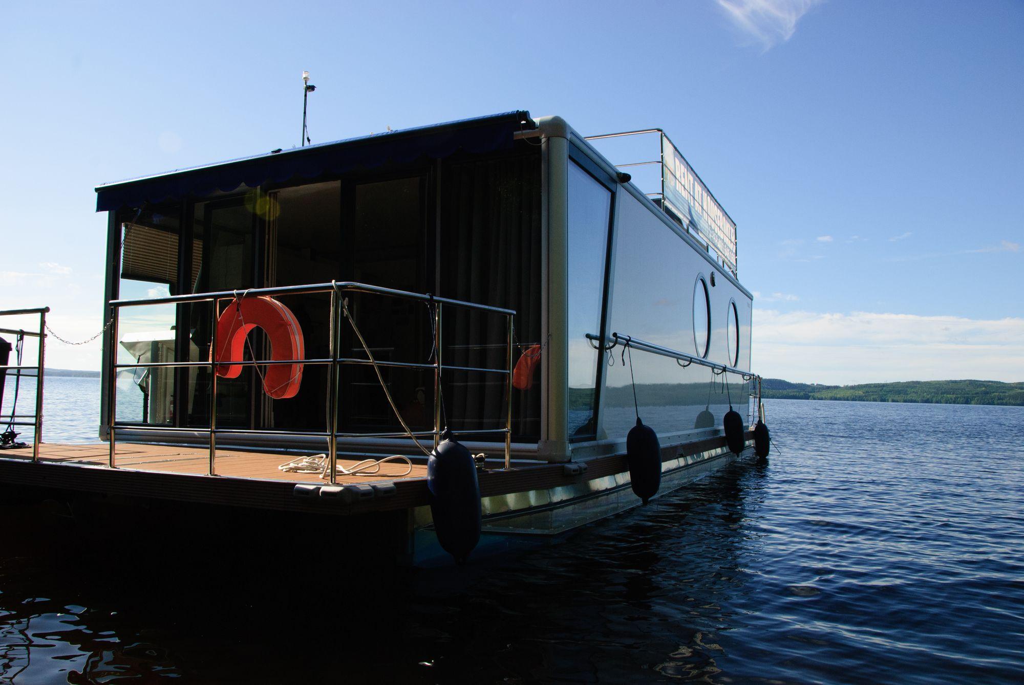 Houseboat DeLuxe - veneet ja laivat juhliin / Venuu.fi