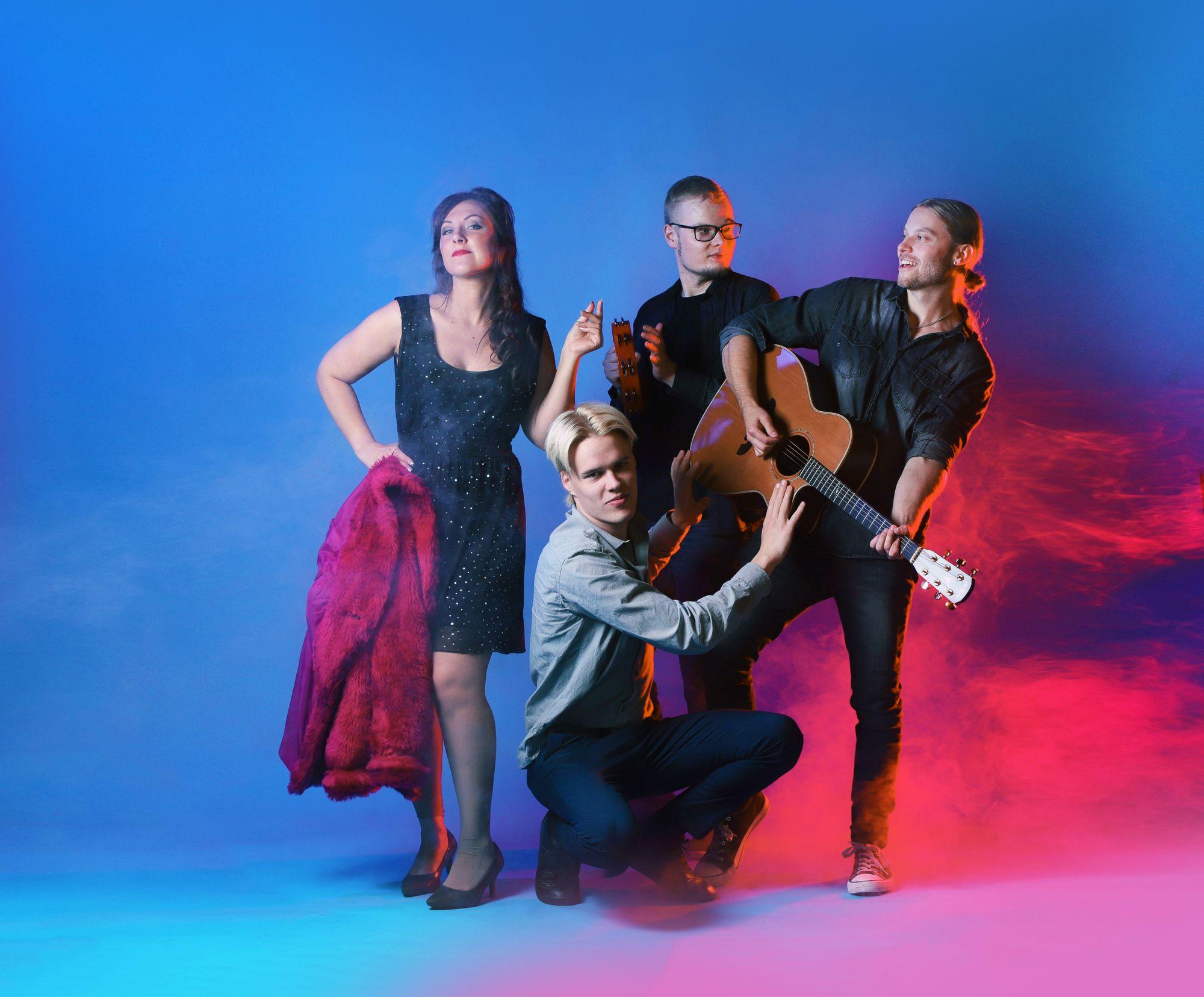Tina Salminen Show & Covers - coverbändi juhliin / Venuu.fi