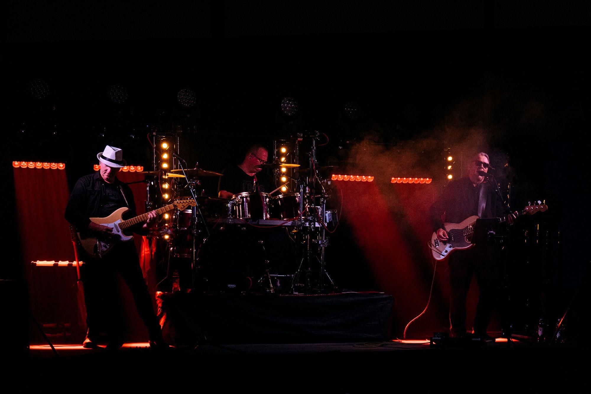 Rock & Rolls Cover Band - bändi juhliin / Venuu.fi