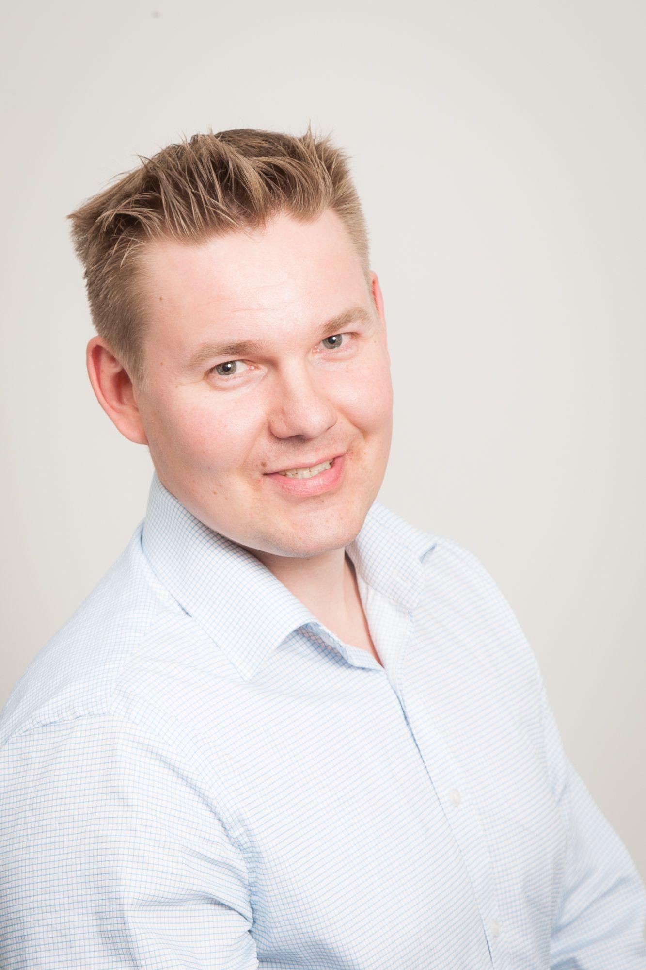Imituattori Antti Karjalainen - varaa esiintyjä juhliisi / Venuu.fi