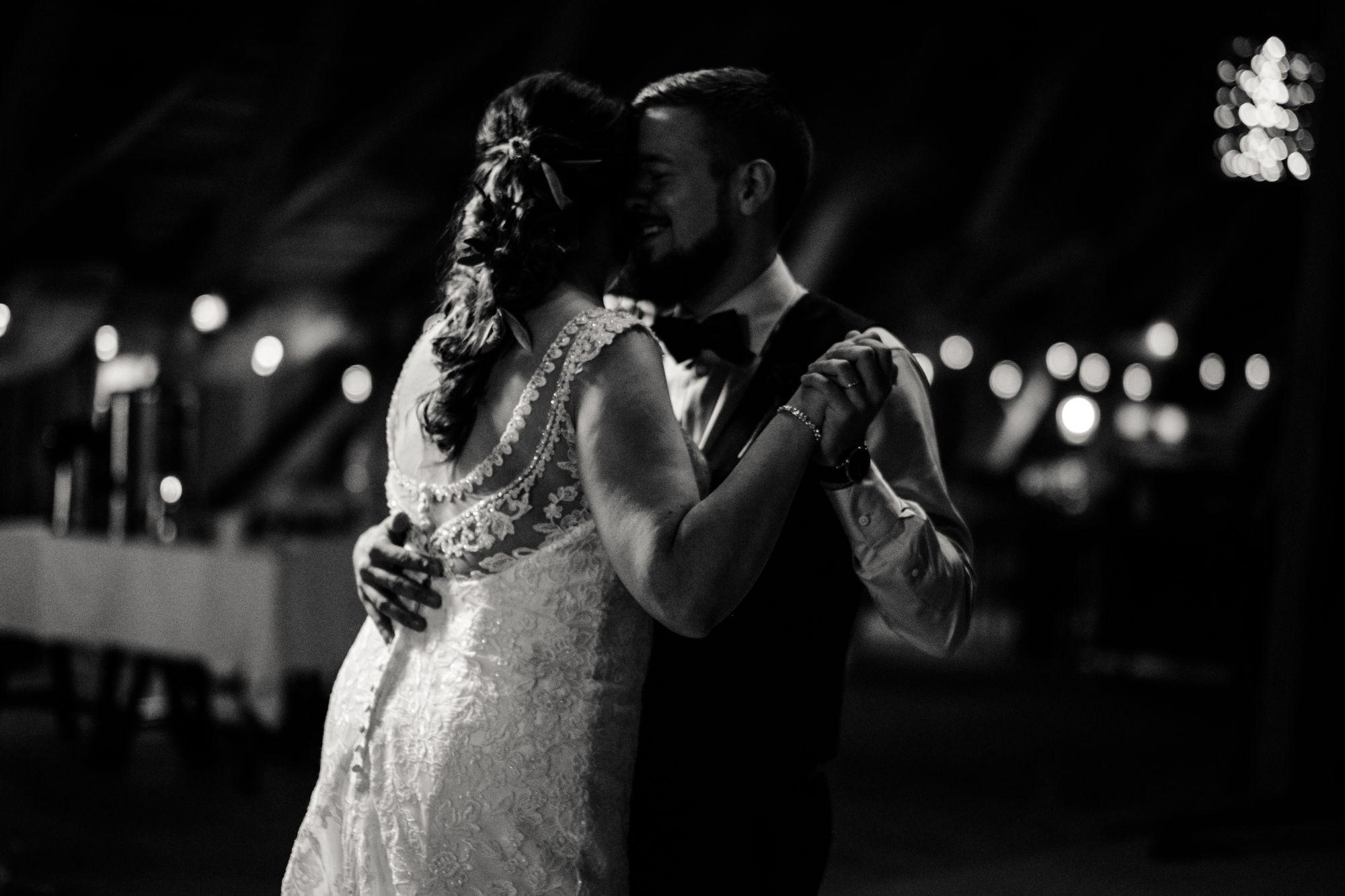 JS Photography – varaa hääkuvajaa venuu.fi:stä